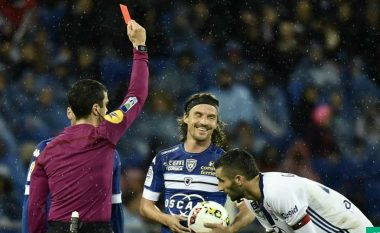 'Djemtë e këqij' të Evropës, Xhaka i dyti futbollistë më i ndëshkuar me kartonë të kuq që nga 2013 (Foto)