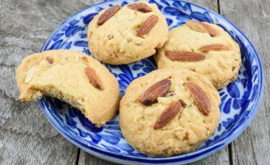 Biskota me bademe nga tre përbërës: Shije që s'harrohet!