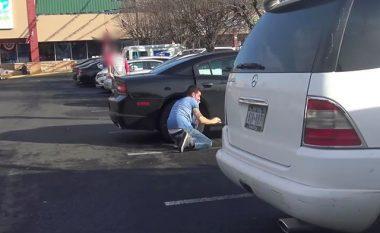 Eksperimenti social tregon metodën e lehtë të hajnave për të vjedhur vetura (Video)