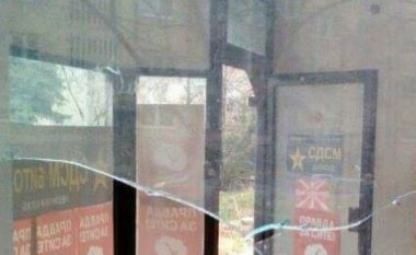 Demolohet shtabi i LSDM-së në Manastir (Foto)