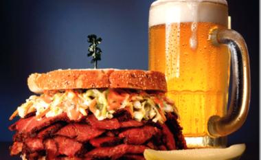 Shkaku i sandviçëve dhe birrave, mbyllet në tualetin e restorantit (Foto)