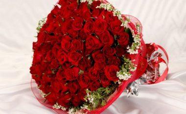 Në vend të luleve, i dërgoi buqetën me bankënota që arrijnë vlerën e 1,400 eurove (Foto)