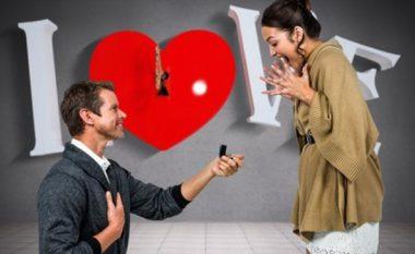 Përse meshkujt duhet të gjunjëzohen kur t'i propozojnë vajzës për fejesë