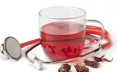 Pija shëruese e cila ul tensionin e lartë të gjakut: Çaj i shijshëm që pastron enët e gjakut më mirë se ilaçet