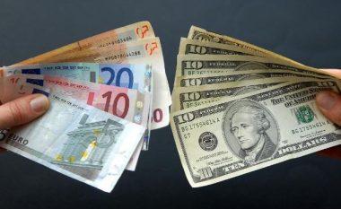 Rritet dollari, bie euro