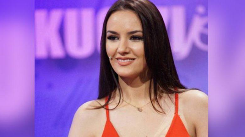Prezantuesja shqiptare edhe pse shtatzënë, shfaqet seksi (Foto)