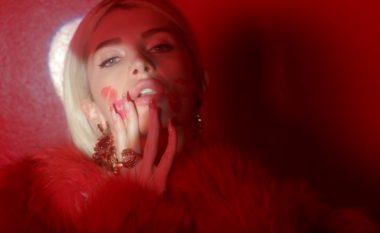 """""""V Magazine"""" i dedikon artikull Era Istrefit: Kujdes nga 'kanibalja' e këngës """"Redrum"""" (Foto/Video)"""