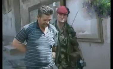 Viti 1999: Pamje nga arrestimi spektakolar i serbit nga KFOR-i britanik në Prishtinë (Video)
