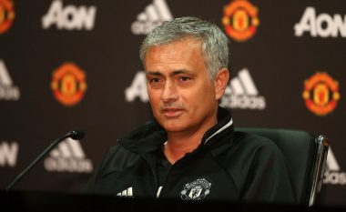 Mourinho sulmon federatën shkaku i orarit