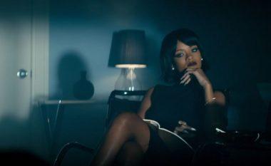 Na fal, Rihanna! Por, ky papagall po ta kalon në këndimin e hitit të shkruar prej Bebe Rexhës (Video)