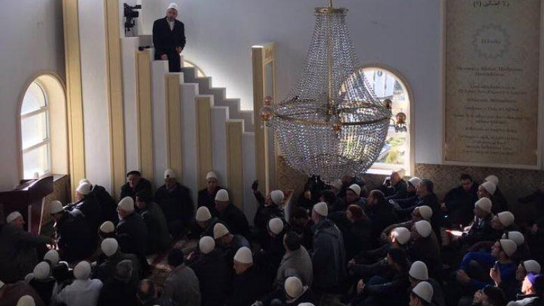 Për nder të pavarësisë së Kosovës, llapjanët e falin xhumanë me plisa të bardhë (Foto)