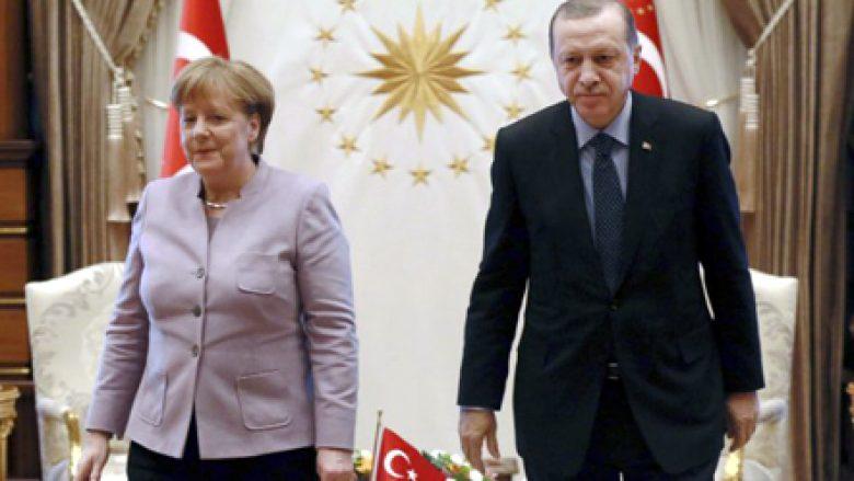 Krahasimi me nazistët, Merkel: Erdogan t'u japë fund