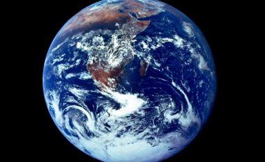 Çfarë do të ndodhte nëse Toka do të rrotullohej në anën e kundërt? (Video)