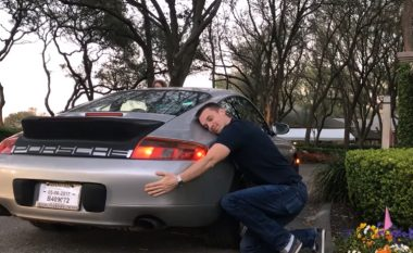 Bleu veturën Porsche 911 gjysmë të prishur për pak para, pas intervenimeve mekanike ia rriti vlerën në 100 mijë euro (Foto/Video)