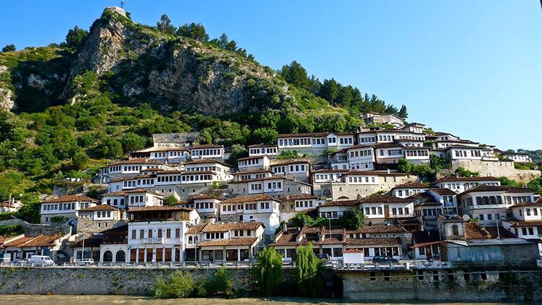 Pesë arsye për të shkuar në Berat këtë fundjavë