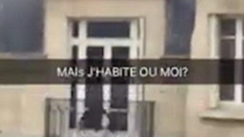 Del i zhveshur, jashtë dritares së dashnores (Video, +18)