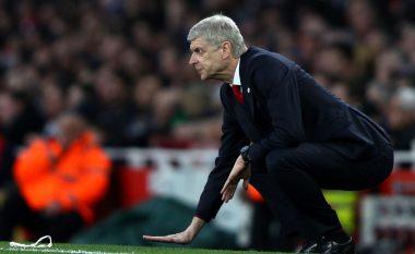 Legjenda e Arsenalit e mbështet fuqishëm Wengerin, kujton largimin e Fergusonit
