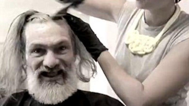 I pastrehu filloi të qajë, pas tretmanit në sallonin e floktarisë (Video)