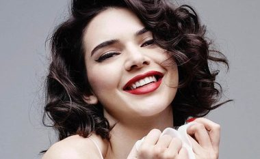 Kendall pozon në stilin e Monroe, por ekspozon gjoksin (Foto)