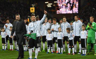 Podolski me supergol në ndeshjen përshëndetëse (Video)
