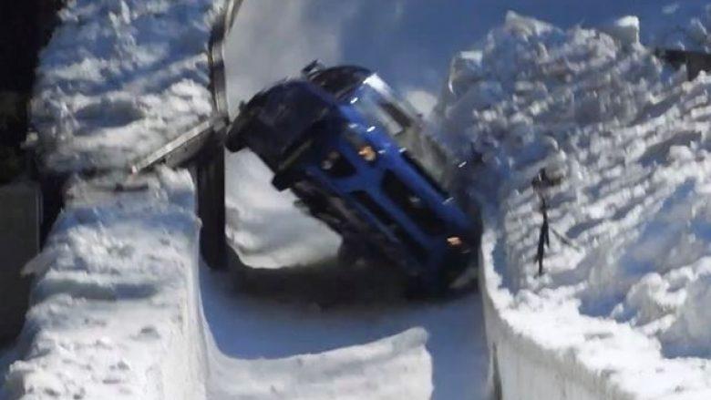 Ngasja e veturës nëpër shtegun e ngushtë të sajave (Video)