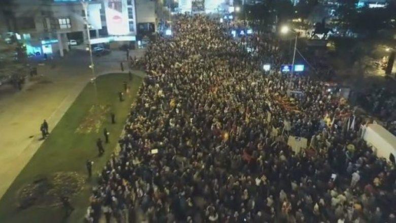 Edhe sonte vazhdojnë protestat kundër Deklaratës shqiptare! (Video)