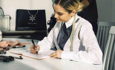 """Dizajnerja Jona Nila vjen me koleksionin e saj të parë """"Chapter One"""" (Video)"""