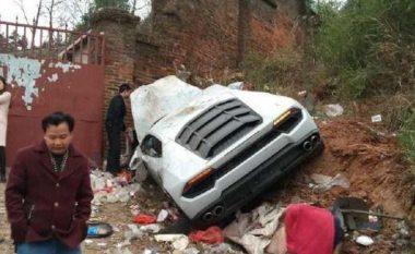 Shkaku i përplasjes, Lamborghini Huracane përfundon në mbeturina (Foto)