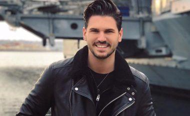 'Çenari' vallëzon nën ritmet e muzikës shqipe dhe i falënderon fansat shqiptarë (Video)
