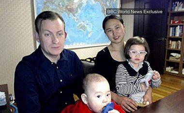 """Intervista për BBC-në, e ndërprerë nga fëmijët """"trazovaçë"""" (Video)"""