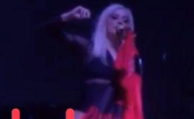 Bebe Rexha në koncert me flamurin shqiptar (Video)