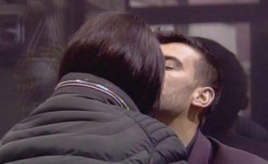 Një çift i ri në Big Brother, dhurojnë puthje të njëpasnjëshme (Foto)