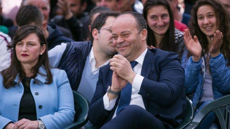 Kush është senatori italian që u bë pjesë e çadrës së PD?