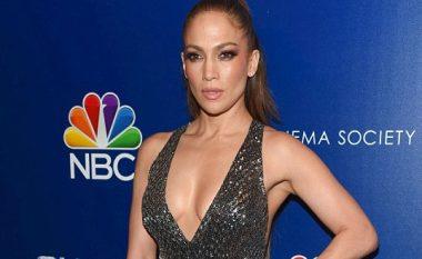Guxon Jennifer Lopez, del pa të brendshme (Foto)