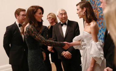 Kate Middleton shkëlqen në Galerinë e Arteve në Londër (Foto)