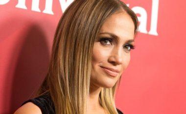 Flokë të shkurtëra, por të bukura – trendi i ri i Jennifer Lopez (Foto)