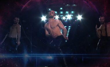 """Mali i Zi në Eurovision me një """"Conchita"""" mashkull, merr mijëra klikime dhe kritika (Video)"""