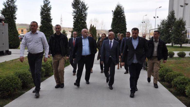 "Kryeministri vizitoi Fabrikën e Miellit ""M&Sillosi"""