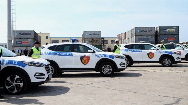 Amerika pajis me mjete policinë kufitare të Shqipërisë (Foto)