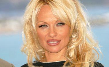Dikur ekstravagante dhe joshëse, Pamela tash duket e thjeshtë (Foto)