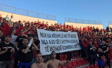 Plisat me mesazh nga Elbasan Arena (Foto)