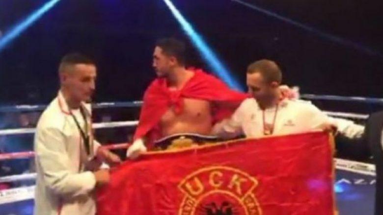 Erzen Rrustemi shpallet kampion bote në WBF, feston me flamurin e UÇK-së (Video)
