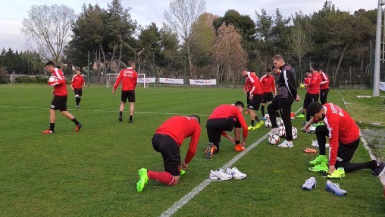 Shqipëria zhvillon stërvitjen e parë, por mungojnë tre futbollistë