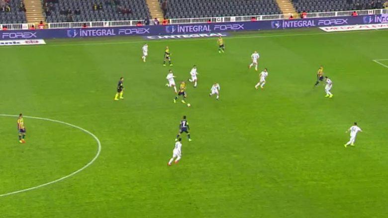 Skrtel në stilin e Ronaldos, kalon disa lojtarë dhe shënon supergol (Video)