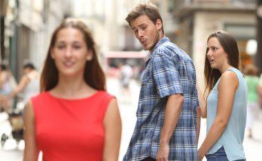 Pse mashkulli juaj ka qejf t'i shikojë femrat tjera?