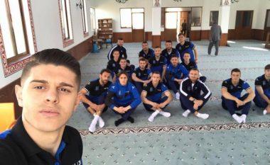 Futbollistët e Kosovës luten në xhami për fitore ndaj Islandës