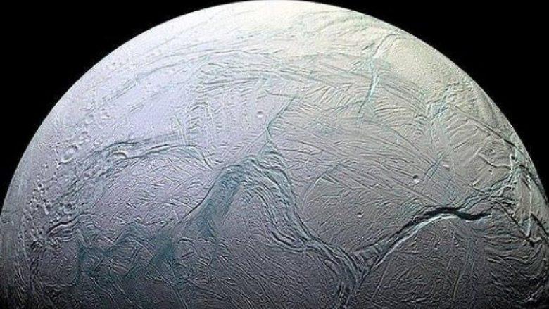 NASA zbulon gjurmë të jetës në Saturn? (Foto)