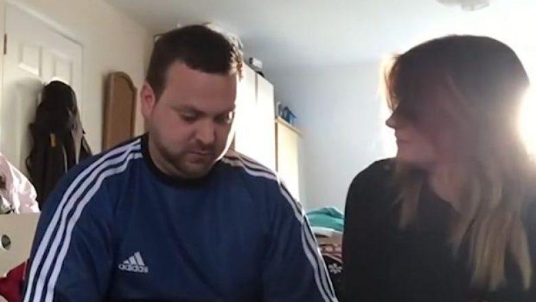 E dashura i dhuroi një vezë kinse të çokollatës e cila në fakt ishte e vërtetë, shikoni reagimin e të riut kur i shpërthen veza në gojë (Video)