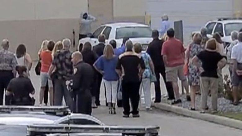 Gjatë simulimit të një plaçkitje të armatosur në akademinë e policisë, qëllohet aksidentalisht për vdekje rekrutja (Video, +18)