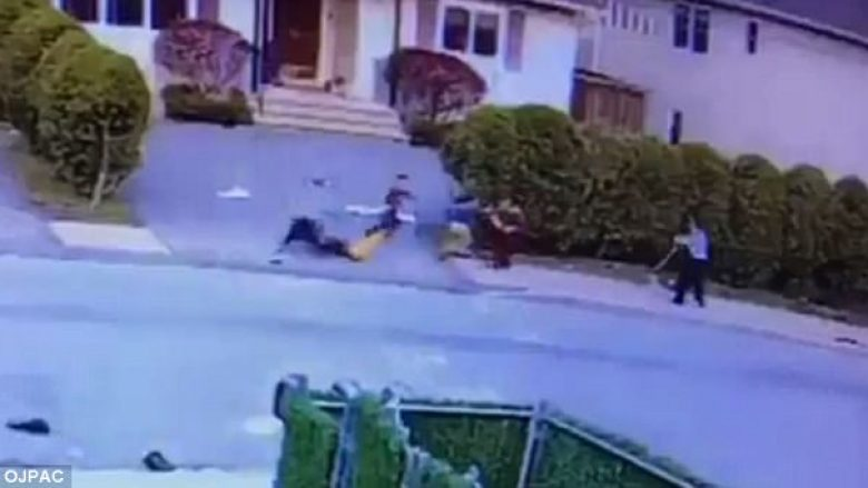 Pitbulli sulmon trevjeçarin, e kafshon dhe e tërheq zvarrë nëpër rrugë (Foto/Video, +18)